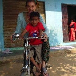 Shivam & Nane yendo en bici